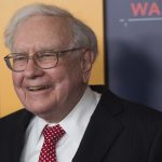 Warren Buffet Would Support Bloomberg If He Runs in 2020